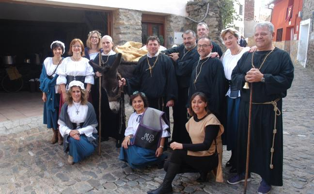 Cornago, entre banderas, soldados, monjes, doncellas y artesanos