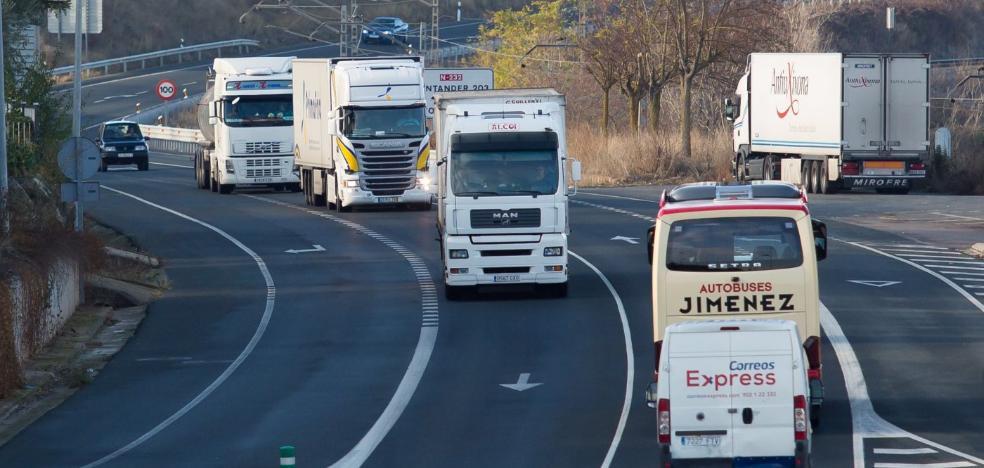 Fomento dice que el desvío de camiones a la autopista será efectivo «en semanas»