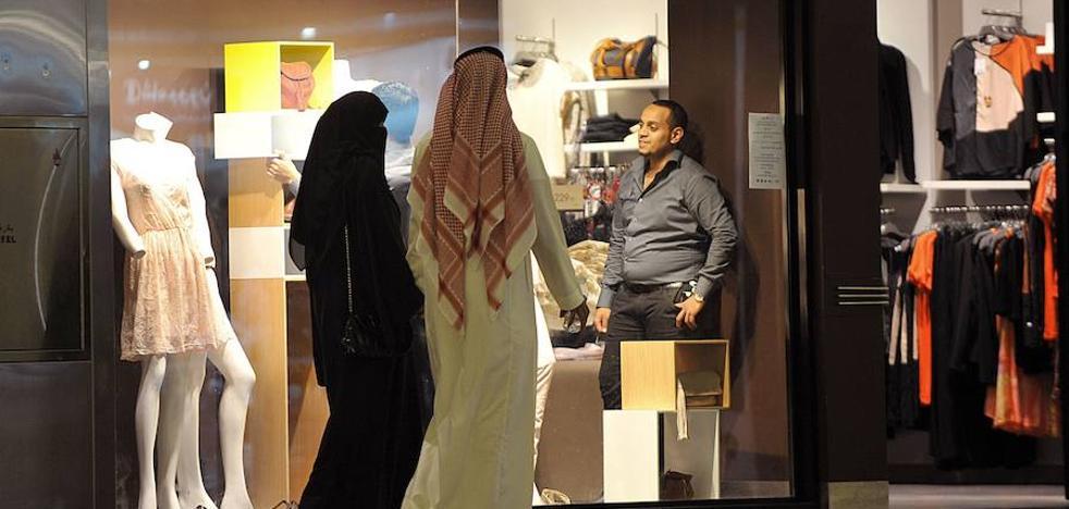 Arabia Saudí construirá tres estadios con zonas para mujeres acompañadas