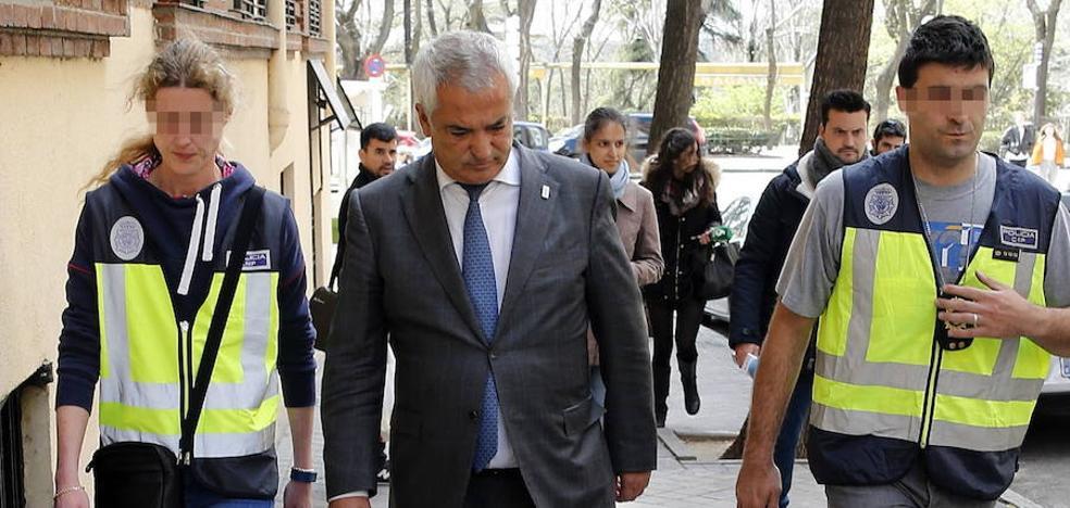 El juez propone juzgar a la cúpula de Ausbanc y Manos Limpias