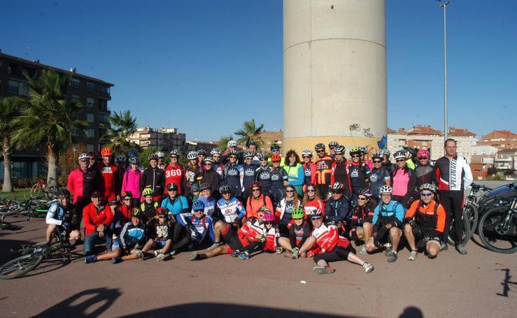 Segunda quedada de mujeres en bici solidaria en Calahorra