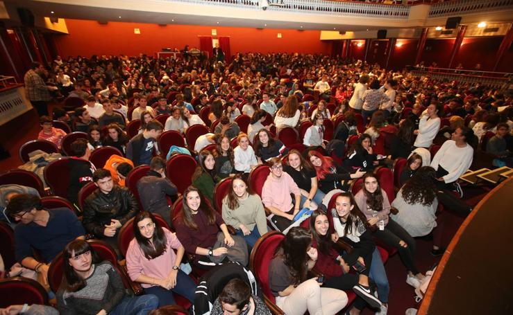 Los jóvenes visitan el Teatro Bretón