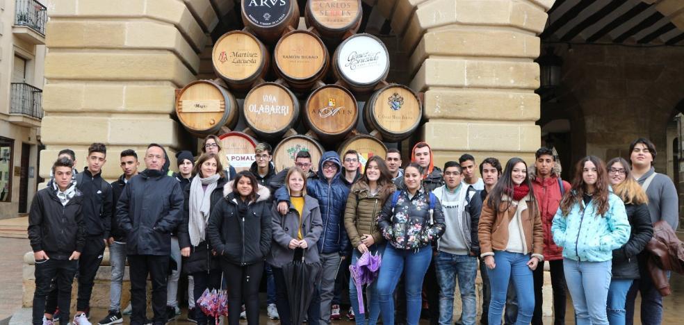 Un grupo de FPB de Haro visita el Ayuntamiento