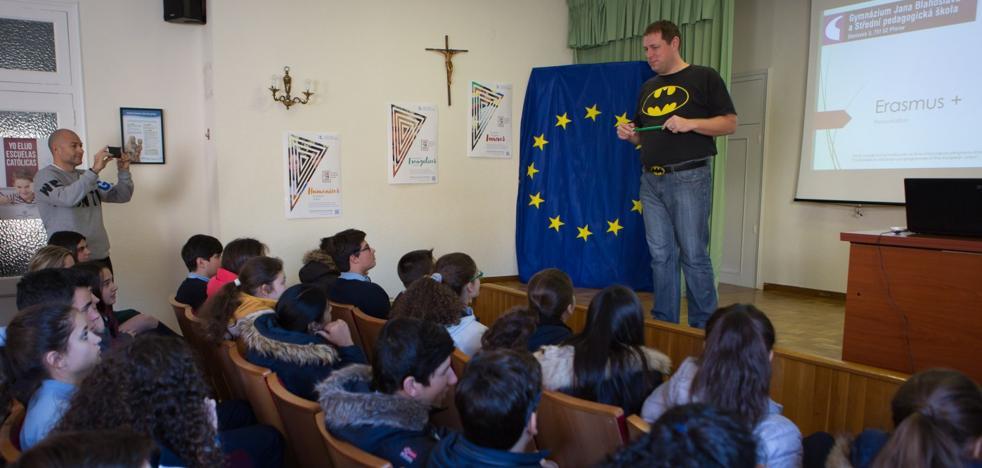 Las claves del Erasmus+, en el colegio de Escolapias