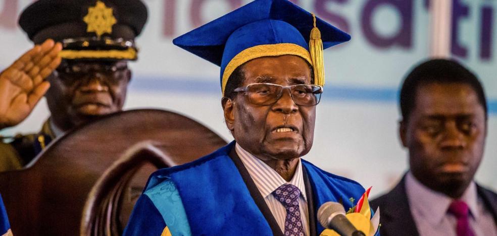 Mugabe reaparece y apura el plazo dado por los militares para que dimita