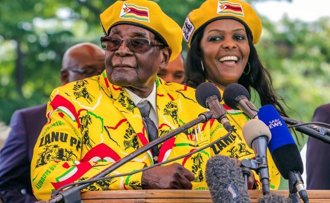 El partido de Mugabe le destituye y exige que renuncie hoy