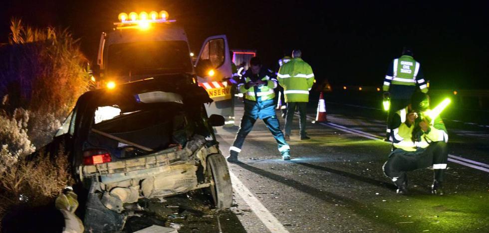 Tres heridos en un accidente entre un camión y dos coches en la N-232 en Fuenmayor