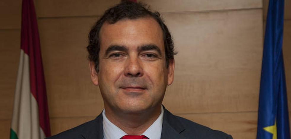 Martín respalda el nombramiento del gerente FHC por «currículum y experiencia» y acusa al PSOE de «persecución»