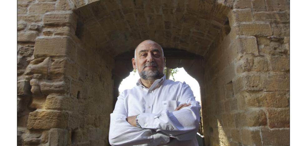 Taquio Uzqueda presenta libro en Ibercaja