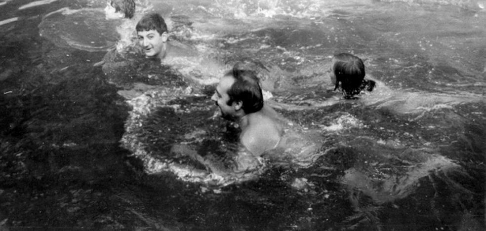 La Retina: bañistas en las pozas de Las Toscas de Cervera