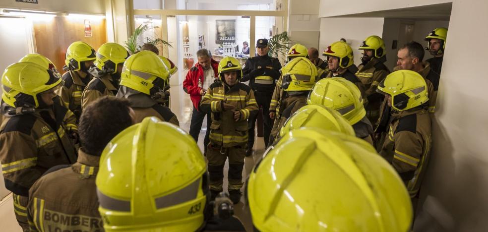 Los bomberos intensifican sus protestas contra las guardias localizadas forzosas