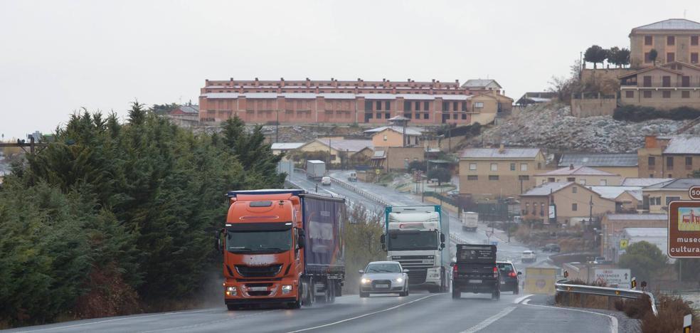 Denunciados 19 camioneros por circular por la N-232 el fin de semana