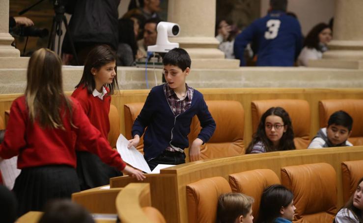 Los escolares riojanos visitan el Parlamento