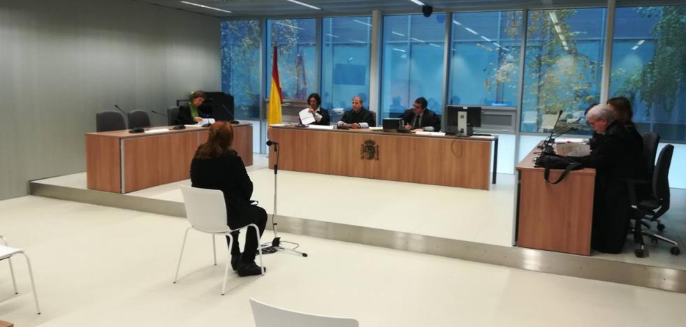 La exprofesora de la UR acepta un año de cárcel y una multa por falsear su currículo