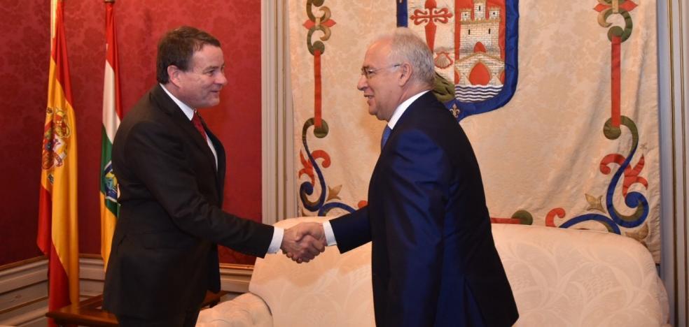 Ceniceros se reúne con el presidente de Dräger
