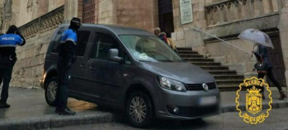 Da positivo en alcohol tras bajar con el coche las escaleras de la catedral de Burgos