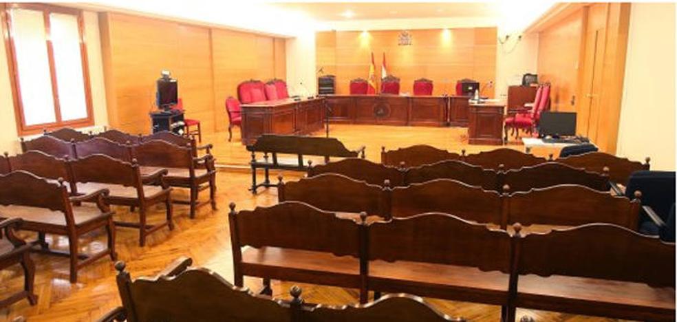 Piden 14 años de internamiento para un hombre acusado de apuñalar a su cuñado mientras dormía