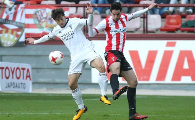 Ramiro y Salvador, bajas para el partido ante el Izarra
