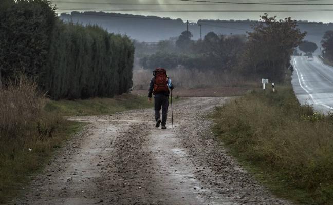 Camino de lluvia y frío