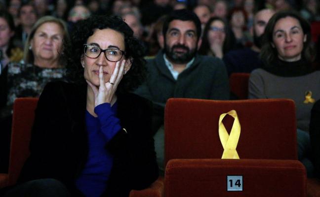 Esquerra responde a Puigdemont que su candidato a presidente es JunquerasLos republicanos protegen a Rovira en el debate en castellano