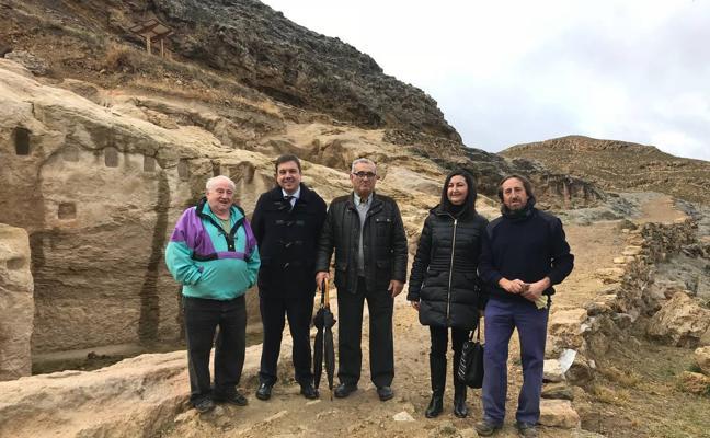 Dos arqueólogos y ocho peones trabajan en Contrebia Leucade