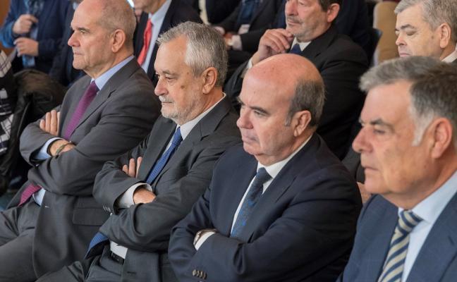 Chaves y Griñán defienden que el sistema «podía ser inadecuado, pero era legal»