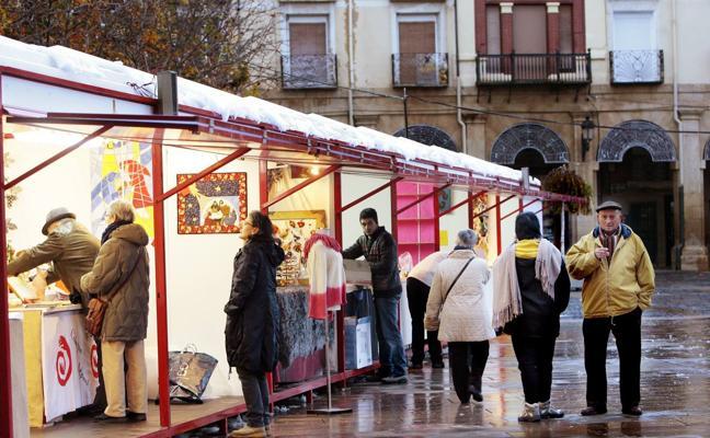 El «abusivo» coste de una caseta en la Feria de Navidad de la plaza del Mercado