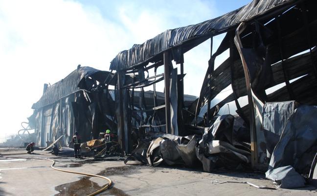La Administración ofrece bonificaciones y líneas de ayuda a la empresa arrasada por el fuego