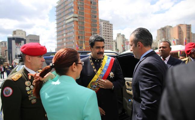 Maduro sienta las bases para acudir sin oposición a las presidenciales