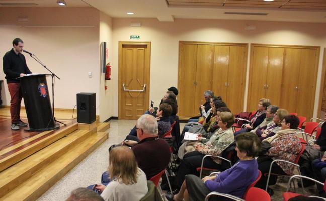 Carlos Segura recibió el premio local en relato del Concurso literario