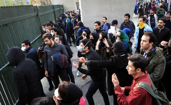 Las protestas incendian Irán pese al llamamiento a la calma de Rohani