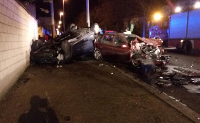 Un herido al colisionar y volcar su coche en Varea