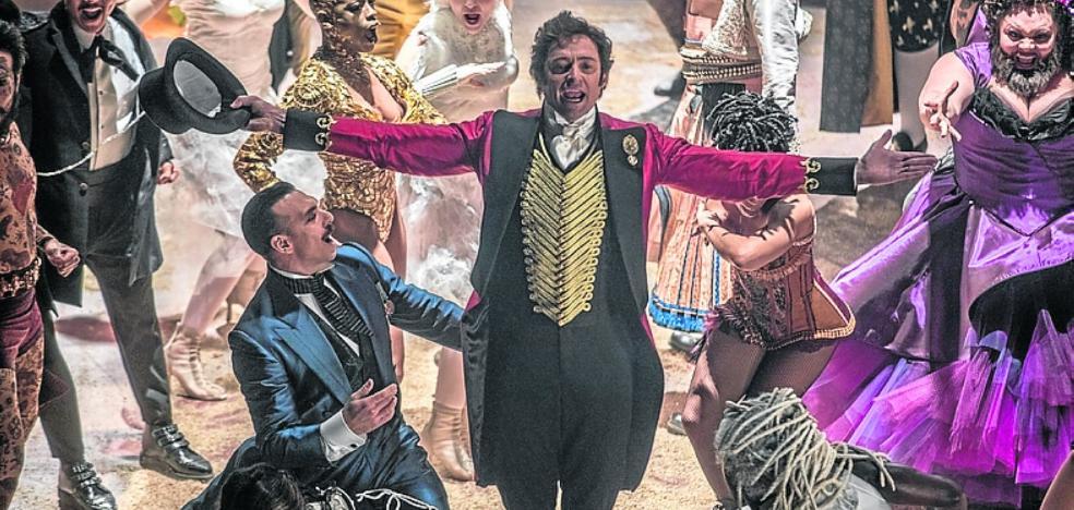 Hugh Jackman dota de carisma al creador del circo Ringling