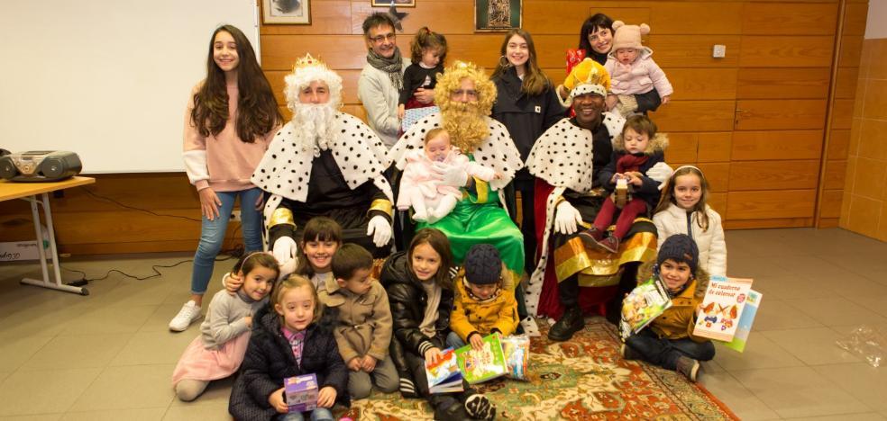 Los Reyes Magos visitaron ayer El Cubo