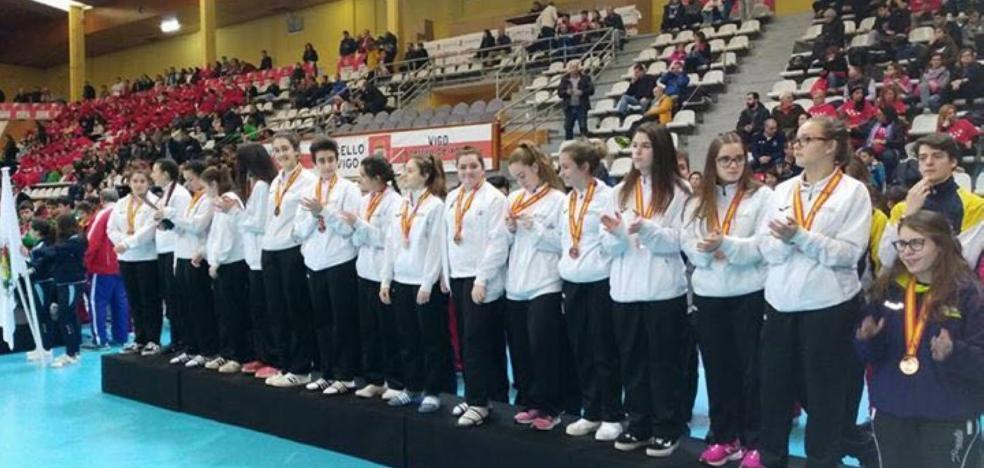 Bronce de mérito para las cadetes riojanas en Galicia