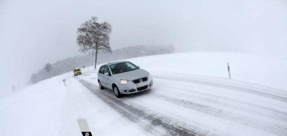 Ocho equipos del Gobierno riojano resuelven incidencias por hielo y nieve