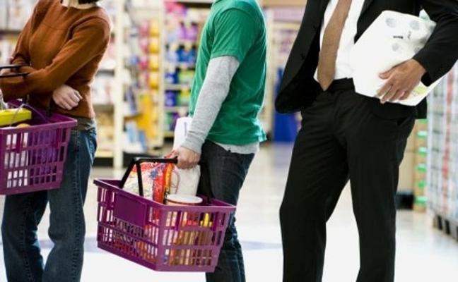 Dos años de cárcel por tocar las nalgas a una niña en la cola del supermercado en Málaga