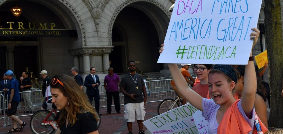 La justicia estadounidense para el primer golpe de Trump contra los 'soñadores'