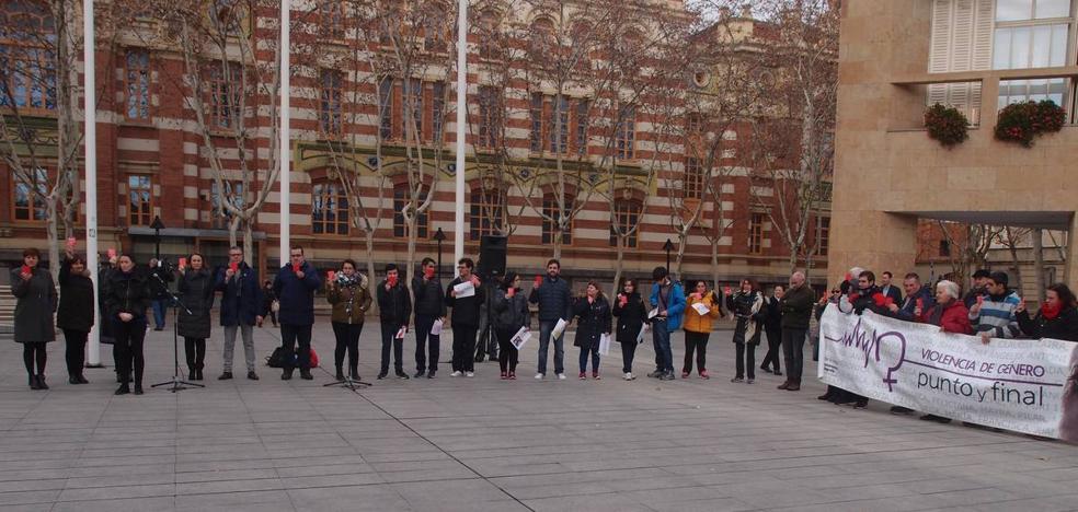 La Mesa de la Mujer condena el ciberacoso, sufrido por una de cada cinco mujeres en España