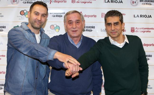 Una misteriosa rueda de prensa oficializó el relevo de entrenadores en el club