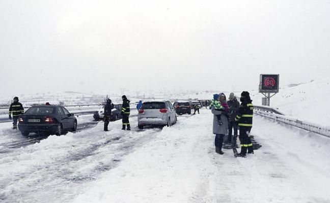 El temporal de nieve afecta ya a 89 vías en todo el país