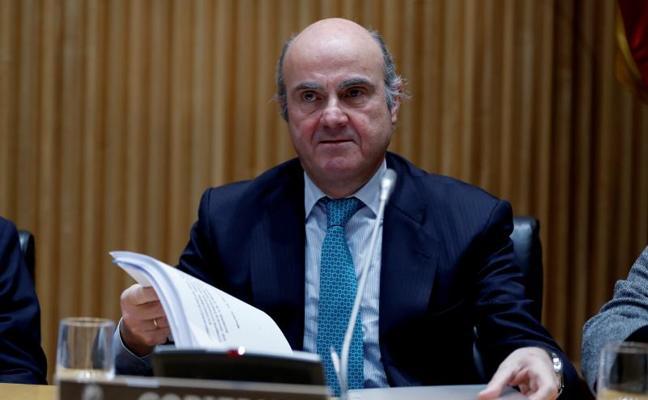 De Guindos sostiene que la alternativa al rescate habría sido la expulsión del euro