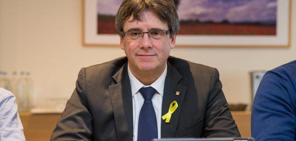 Puigdemont jura la Constitución por imperativo legal