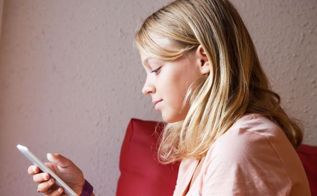¿Es buena idea dejar el móvil en manos de los niños?
