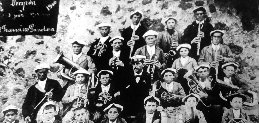 La Retina: banda de música de Canales de la Sierra, en 1900