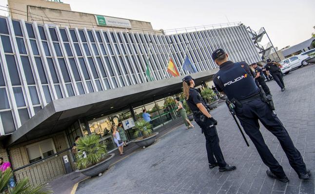 El ascensorista investigado por el accidente mortal en el Valme declarará hoy