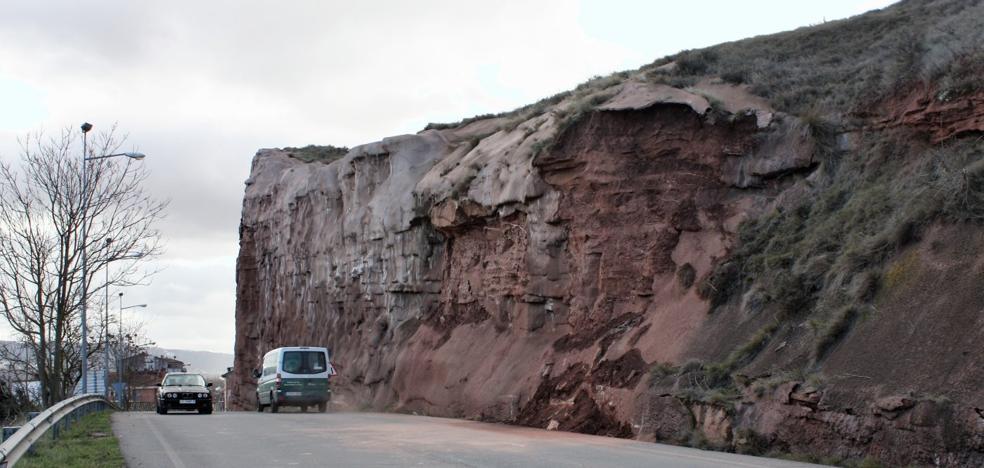 Abierto el acceso a Nájera por Peñaescalera tras más de 10 días con un carril cortado
