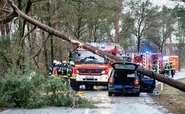 El peor huracán de la década en el centro de Europa causa al menos nueve muertos