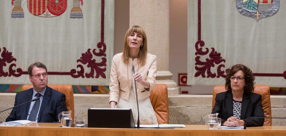 PSOE y Cs pactan bajar en 16.000 euros el sueldo de la presidenta del Parlamento