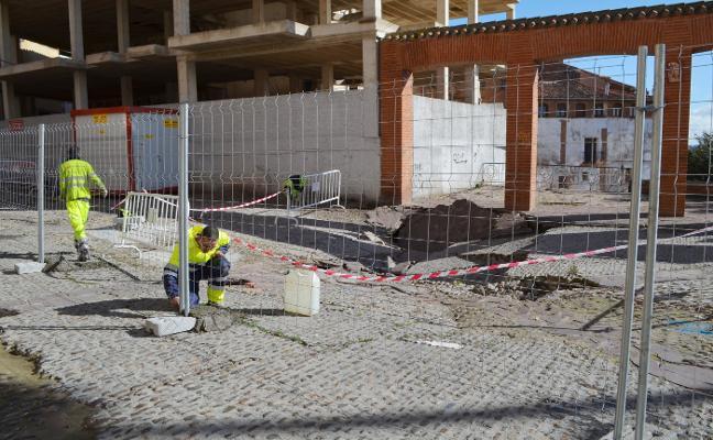 El vallado de la plaza de la Verdura anuncia el inminente inicio de las obras